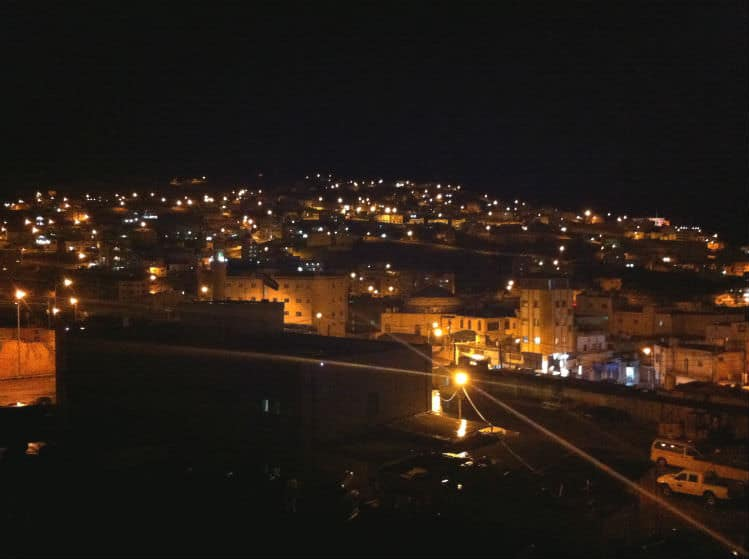 Wadi Musa bei Nacht